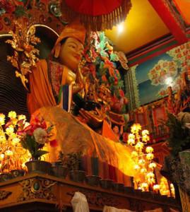 Lama Tsongkhapa statue